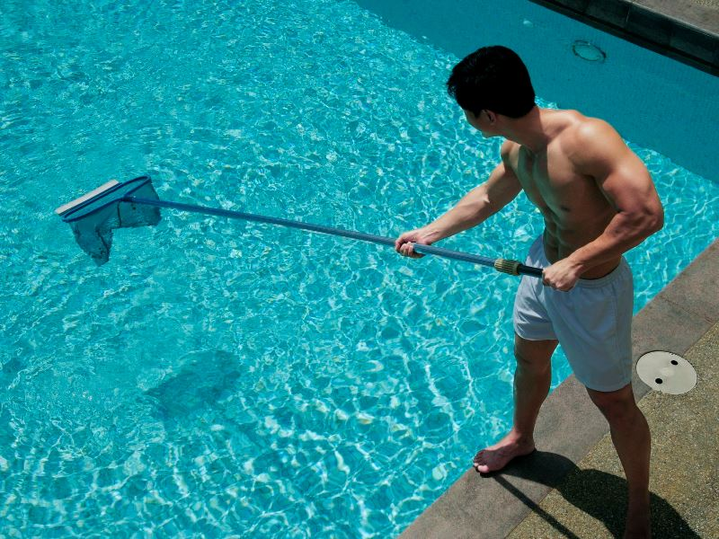 How to Clean Your Swimming Pool without Hiring a Service?